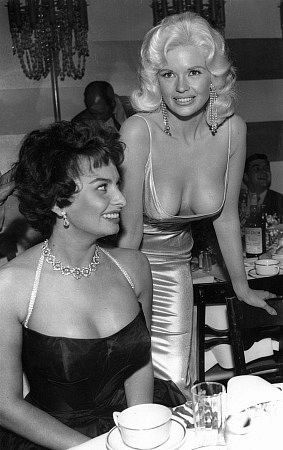 A foto of Jayne Mansfield and Sofia Loren at a coctail party in the Beverly Hills Hotel  in 1957