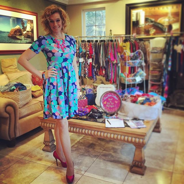 LuLaRoe Sales Consultant Misty Elsasser at Home Trunk Show